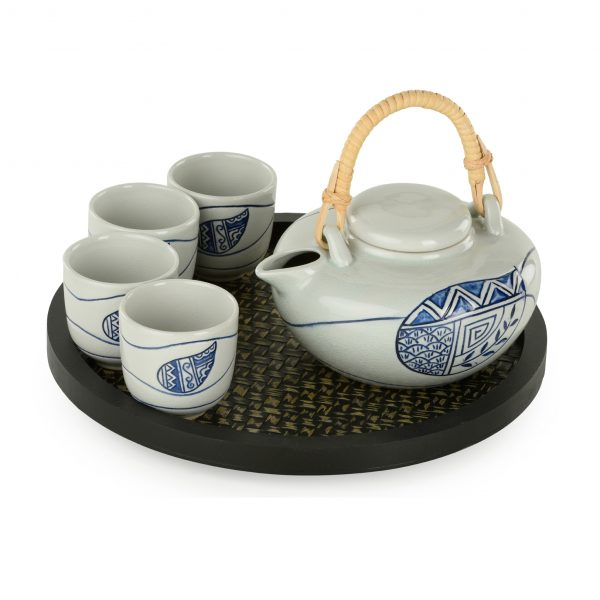 Stoneware: 4 cup tea set with round wooden tray, blue and white leaf motif