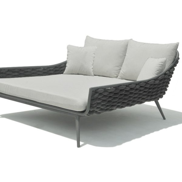 Serpent Day bed: gently inclined back rest, Powder coated Aluminium and Polyrope weave, grey black